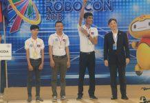 ក្រុមរ៉ូបូតកម្ពុជា នៅក្នុងការប្រកួតប្រជែងលក្ខណៈអន្តរជាតិលើកទី១៧ (17th ABU Robocon 2018) នៅខេត្តនីញប៊ីញ ប្រទេសវៀតណាម (Vietnam) ថ្ងៃទី២៦ ខែសីហា ឆ្នាំ២០១៨។ Photo/Robocon Cambodia